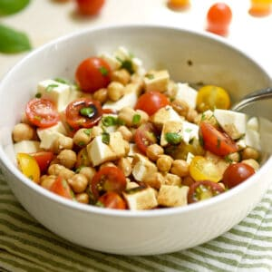 Caprese Salad with Chickpeas