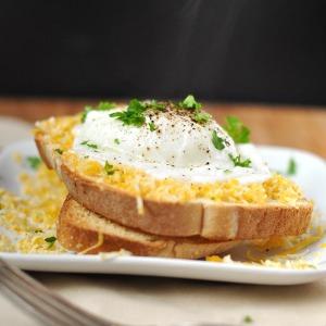 Easy poached eggs using a mason jar lid