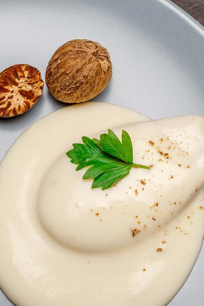 Homemade White Gravy with Nutmeg