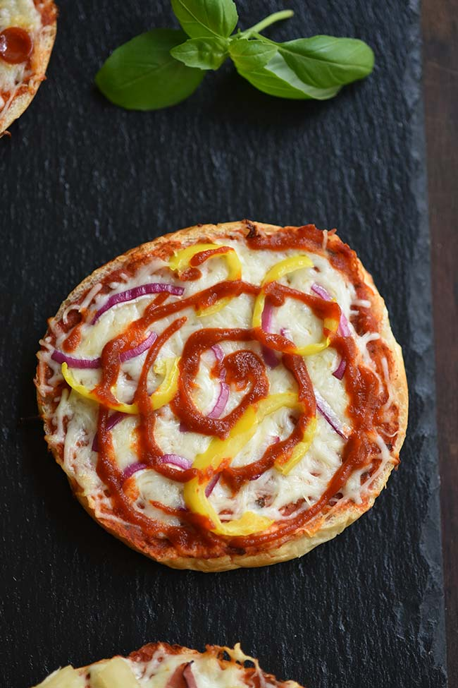 Mini bell pepper, red onion and Sriracha pizza