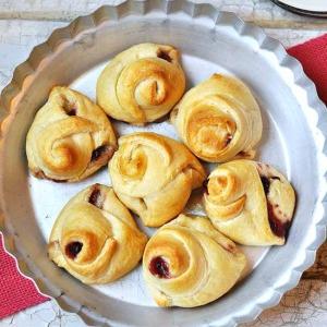 Lingonberry Brie Knots