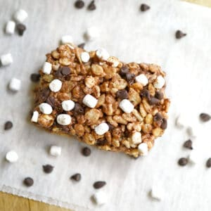 S'mores Rice Crispy & Oatmeal Treats with marshmallows, mini chocolate chips and graham crackers