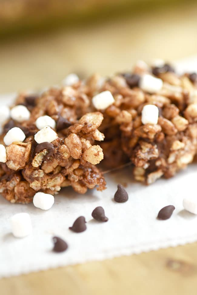 S'mores Rice Crispy & Oatmeal Treats - chewy snack bars