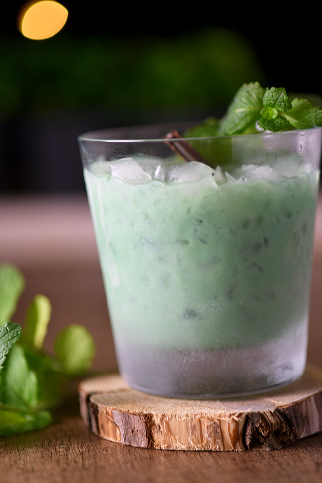 Thin Mint Cocktail - Just two ingredients! Tastes just like a thin mint Girl Scout cookie!